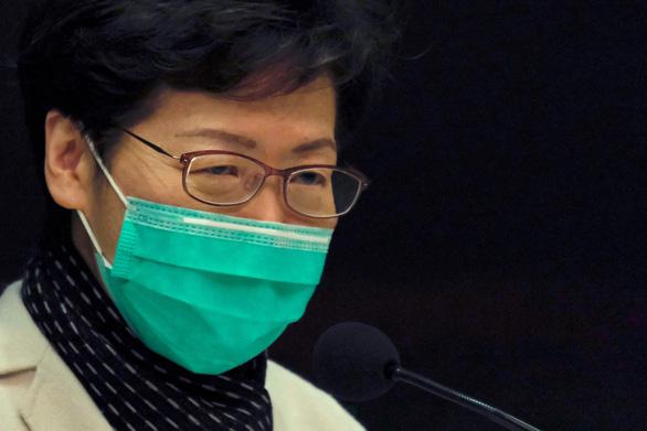 Hong Kong thừa nhận dự trữ khẩu trang phẫu thuật chỉ còn đủ 1 tháng - Ảnh 1.