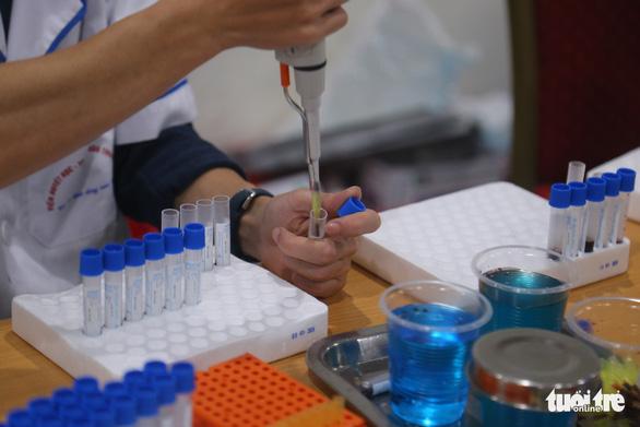 Hàng ngàn người hiến máu trong những ngày dịch corona phức tạp - Ảnh 6.