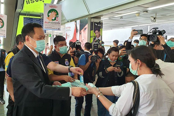 Bộ trưởng Thái xin lỗi vì đòi đuổi du khách không đeo khẩu trang - Ảnh 1.
