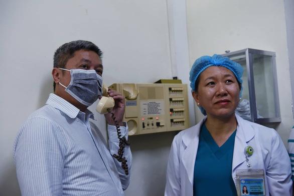 Thứ trưởng Bộ Y tế kiểm tra công tác phòng chống dịch corona tại TP.HCM - Ảnh 2.
