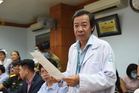 Thứ trưởng Bộ Y tế kiểm tra công tác phòng chống dịch corona tại TP.HCM - Ảnh 4.