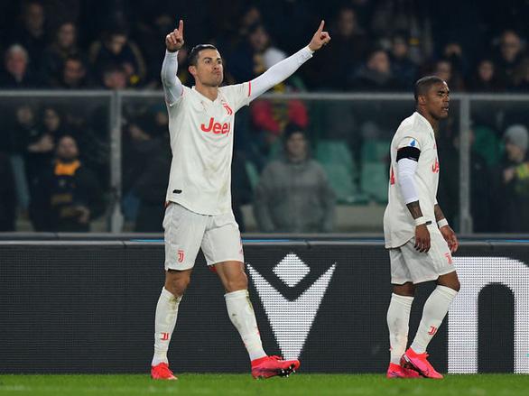 Ronaldo lập công, Juventus vẫn thua ngược Verona - Ảnh 1.