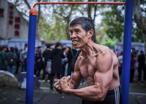 Nhà vô địch thể hình Trung Quốc Qiu Jun qua đời vì nhiễm virus corona - Ảnh 1.