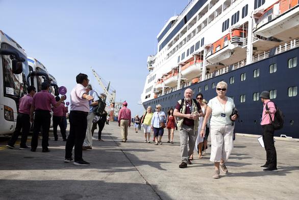 Tàu du lịch với gần 700 khách quốc tế cập bến Bà Rịa - Vũng Tàu - Ảnh 2.