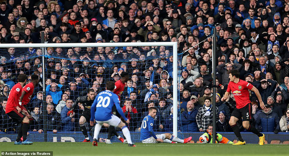 VAR giai cuu Man Utd khoi that bai truoc Everton