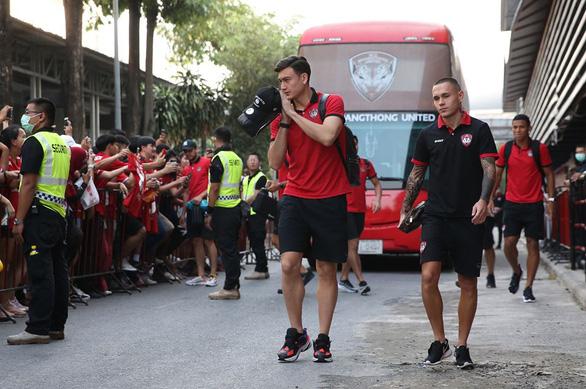 Thủ môn Đặng Văn Lâm mất suất bắt chính ở Muangthong United - Ảnh 1.