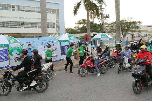 Honda Winner đồng hành với công nhân, học sinh phòng chống dịch COVID-19 - Ảnh 2.