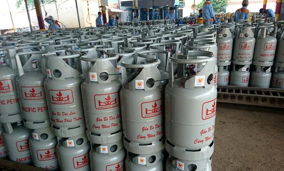 Giá gas trong nước nhích nhẹ, tăng thêm 2.000 đồng mỗi bình 12kg - Ảnh 1.