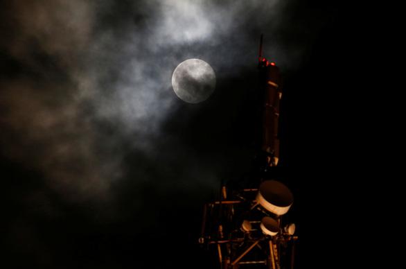 Ngắm siêu trăng tháng 3 ở TP.HCM và các nước - Ảnh 5.