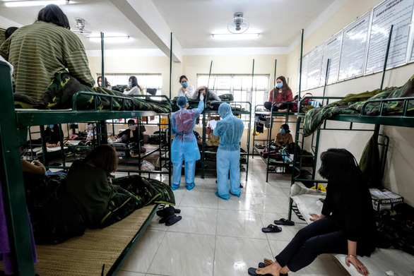 1.800 người cách ly tập trung ở Hà Nội được về với gia đình - Ảnh 1.