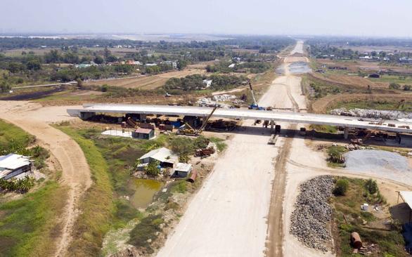 Ví dầu cao tốc miền Tây - Ảnh 1.