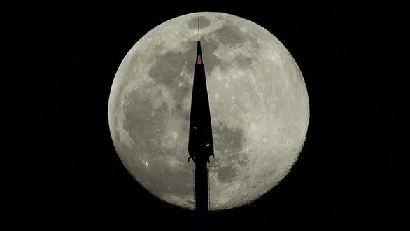 Ngắm siêu trăng tháng 3 ở TP.HCM và các nước - Ảnh 6.