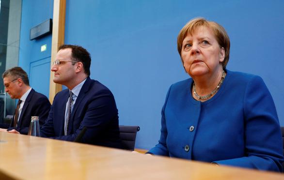 Thủ tướng Đức khẳng định mục tiêu làm chậm tốc độ lây lan COVID-19 - Ảnh 1.