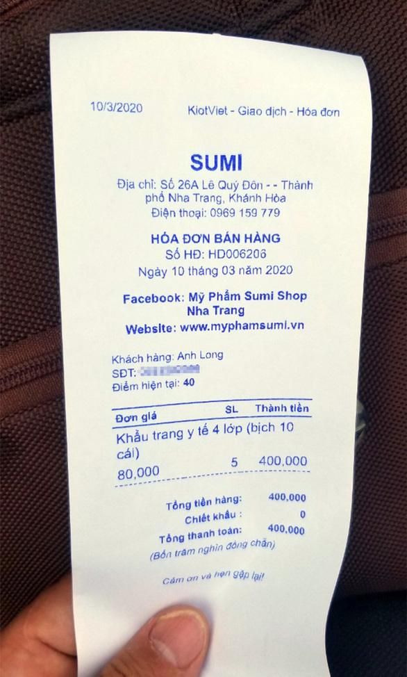 Thu giữ nhiều hàng hóa tại shop bán khẩu trang giá khủng ở Nha Trang - Ảnh 2.