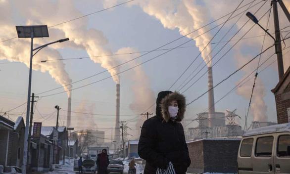 Lượng thải CO2 toàn cầu giảm mạnh giữa dịch COVID-19 - Ảnh 1.