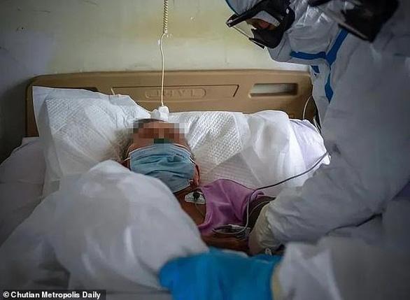 Rộ tin cụ bà 103 tuổi ở Vũ Hán hồi phục sau khi nhiễm COVID-19 - Ảnh 1.