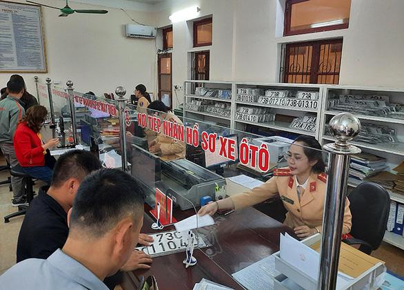 Đăng ký mới ôtô ở Quảng Bình chỉ mất 180 phút - Ảnh 1.