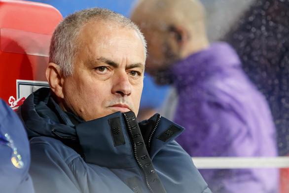 Mourinho lại đổ lỗi cho chấn thương, Dele Alli... không tán thành - Ảnh 2.