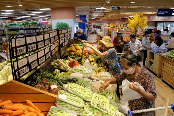Nguồn hàng trong các siêu thị  vẫn đảm bảo giữa mùa dịch - Ảnh 1.