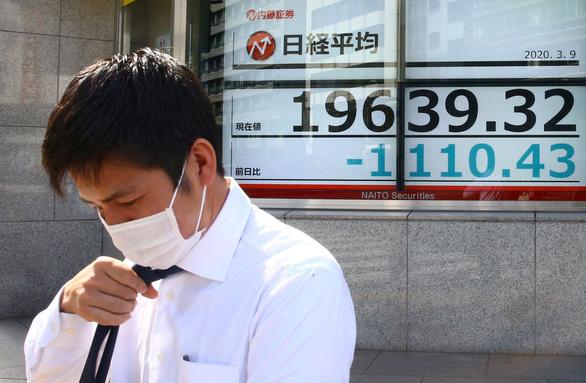 Kinh tế toàn cầu có thể thiệt hại khoảng 1.000 tỉ USD, các nước rầm rộ giải cứu - Ảnh 3.