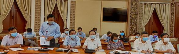TP.HCM hạn chế họp trên 100 người, các cuộc họp khác phải đeo khẩu trang - Ảnh 1.