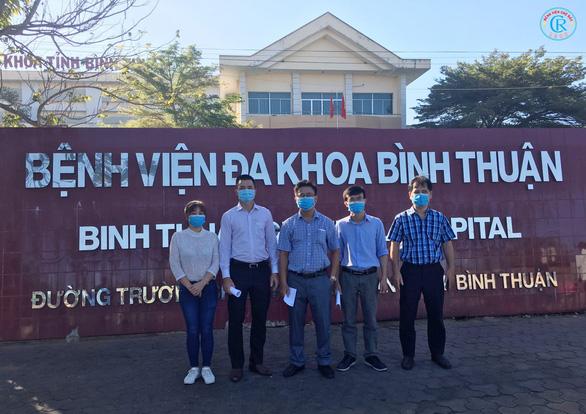Bác sĩ Chợ Rẫy lên đường trong đêm, chi viện Bình Thuận chống COVID-19 - Ảnh 2.