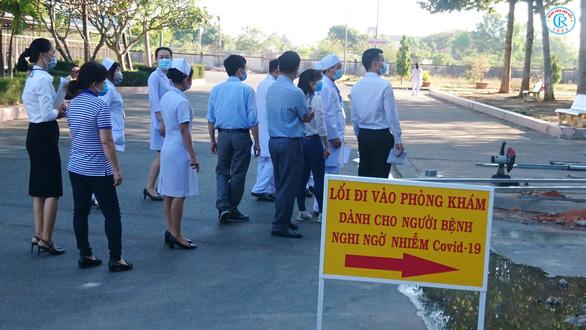 Bác sĩ Chợ Rẫy lên đường trong đêm, chi viện Bình Thuận chống COVID-19 - Ảnh 4.