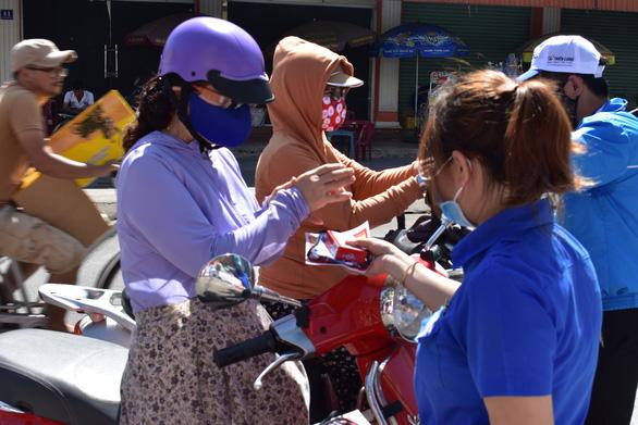 Nhảy flashmob Ghen Cô Vy tuyên truyền chống dịch - Ảnh 8.
