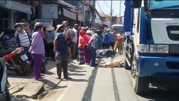 Liên tiếp xảy ra tai nạn chết người ở quốc lộ 50, huyện Bình Chánh, TP.HCM - Ảnh 1.