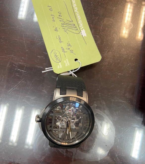 Sân bay Đà Nẵng trao trả chiếc đồng hồ 40 nghìn USD cho quan chức Brunei - Ảnh 1.