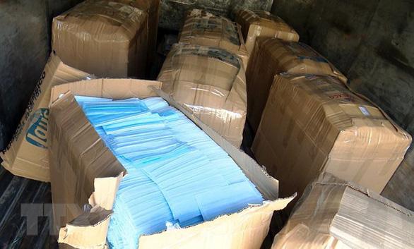 Hà Giang: Khởi tố bị can buôn lậu hơn 186.000 khẩu trang y tế - Ảnh 1.