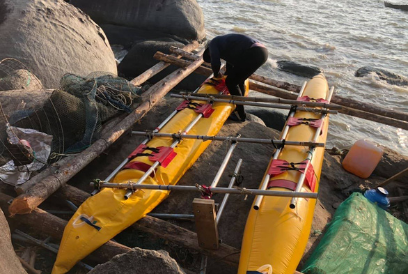 3 du khách Nga trôi dạt trên biển do dùng phao tự chế ra đảo - Ảnh 1.