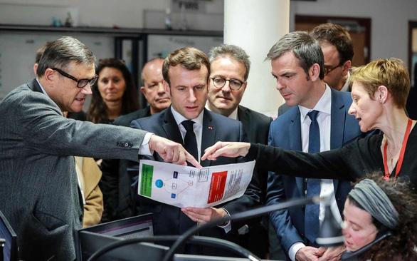 Tổng thống Pháp thừa nhận COVID-19 nghiêm trọng, chuẩn bị giai đoạn 3 chống dịch - Ảnh 1.