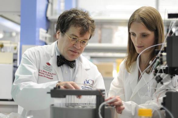 Các nhà khoa học lo tác dụng ngược khi tạo gấp vắcxin corona - Ảnh 2.
