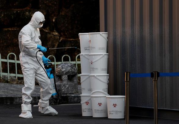 Trung Quốc đau đầu xử lý rác thải y tế sau đỉnh dịch COVID-19 - Ảnh 2.