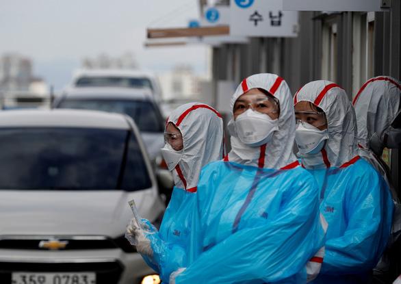Vì sao Hàn Quốc giảm mạnh số ca bệnh COVID-19, số bình phục tăng? - Ảnh 1.