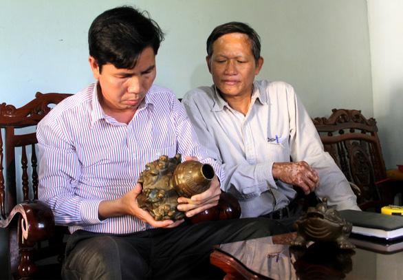 Bảo tàng Phú Yên chính thức xác nhận đồ cổ tỉ đô chỉ là đồ lưu niệm - Ảnh 1.