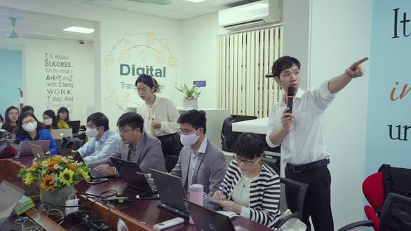 Bộ GD-ĐT: Trường phổ thông tăng cường dạy học qua Internet, truyền hình - Ảnh 1.