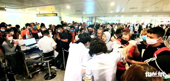 Lãnh đạo các hãng bay Việt Nam gửi tâm thư cho nhân viên, tự nguyện giảm lương - Ảnh 1.