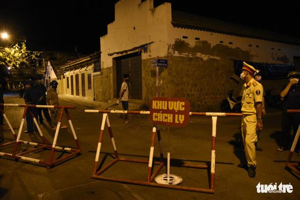 0h ngày 13-3, Bình Thuận cách ly hai tuyến đường, nơi cư trú nhiều bệnh nhân COVID-19 - Ảnh 3.