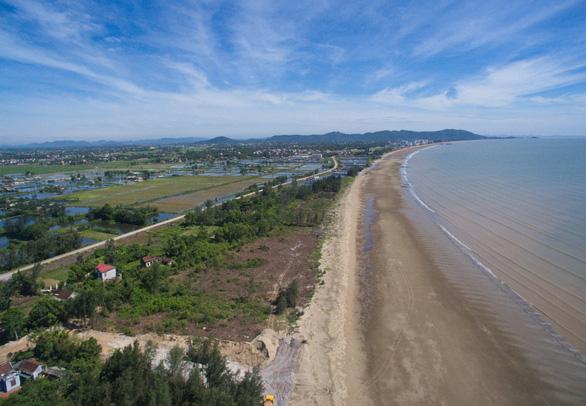 Bãi biển Hải Tiến, cơn khát dự án nghỉ dưỡng xứng tầm - Ảnh 1.