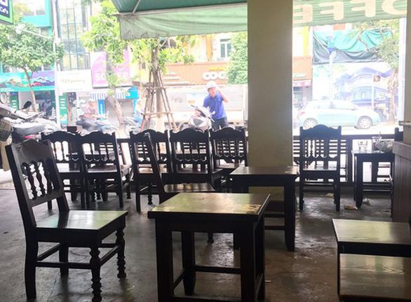 Hà Nội: Hơn 3.000 hộ kinh doanh phải đóng cửa do COVID-19 - Ảnh 1.