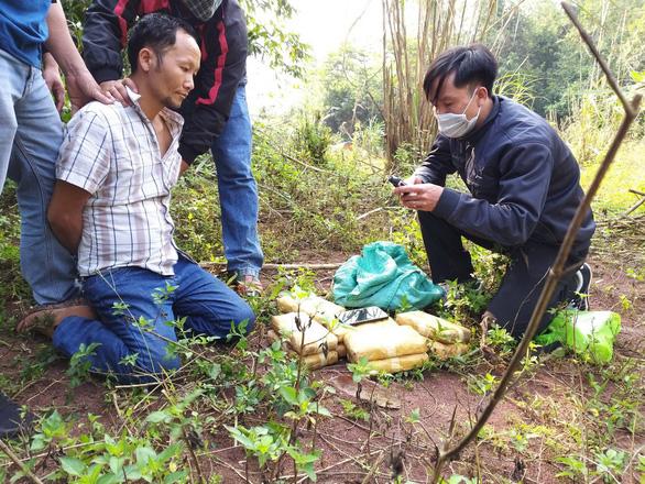 Quảng Bình bắt một người Lào mang ma túy qua biên giới Việt - Lào - Ảnh 1.