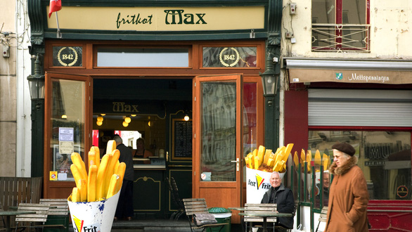 Bỉ đóng cửa tất cả hàng quán… trừ quán khoai tây chiên - Ảnh 1.
