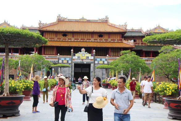 Huế, Quảng Bình dừng đón khách tham quan để chống dịch COVID-19 - Ảnh 1.