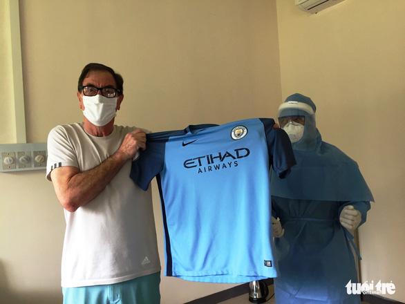 Bệnh nhân COVID-19 thứ 49: Cảm ơn bác sĩ Việt Nam và nguyện cầu cho nước Anh - Ảnh 2.