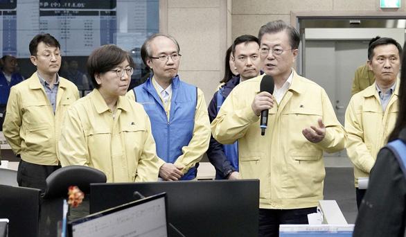 Không phong tỏa diện rộng, Hàn Quốc đã làm gì mà ca nhiễm COVID-19 giảm mạnh? - Ảnh 1.