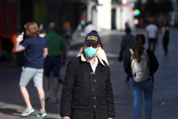 Số ca nhiễm tăng 1.500 trong 24 giờ, Tây Ban Nha phong tỏa toàn quốc - Ảnh 1.
