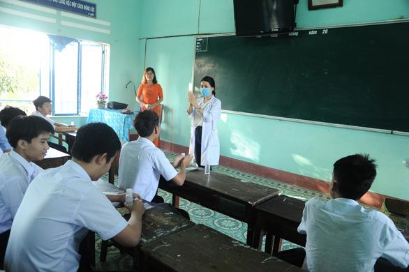 Quảng Nam tổ chức dạy học qua truyền hình cho học sinh khối 12 - Ảnh 1.