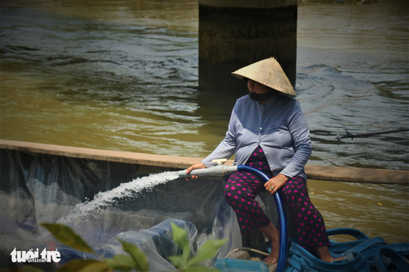 Phát phiếu chia nước ngọt cho bà con nhà vườn cứu sầu riêng - Ảnh 5.